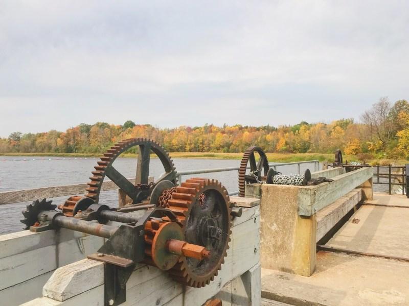 Vieux barrage sur la rivière Rideau