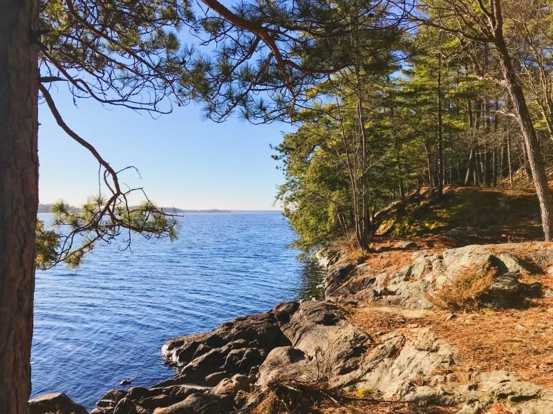 Point Trail along Big Rideau Lake
