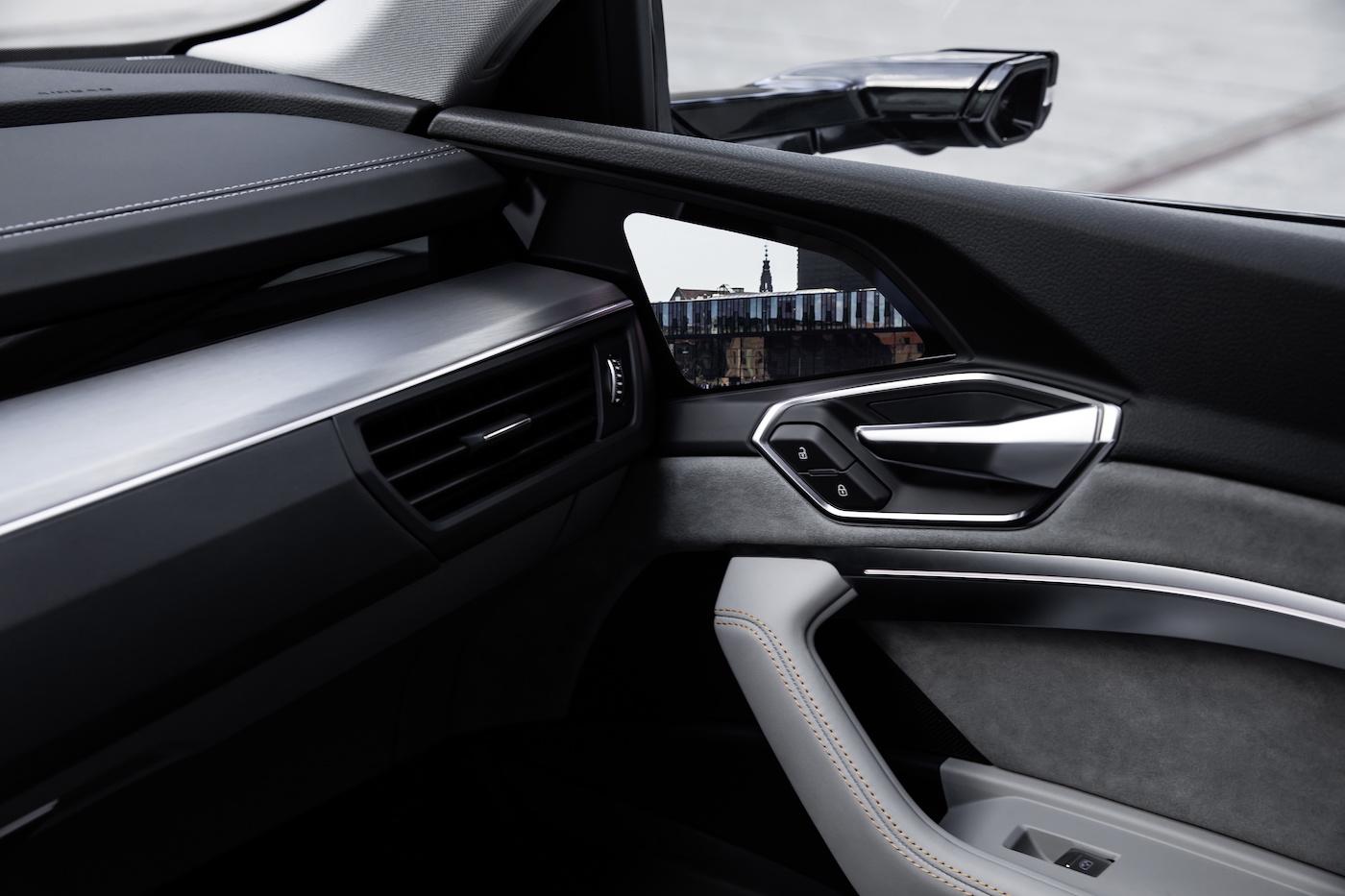 Die virtuellen Aussenspiegel des e-tron-Prototypen sind ein Technik-Highlight mit praktischen Vorteilen. (Audi)