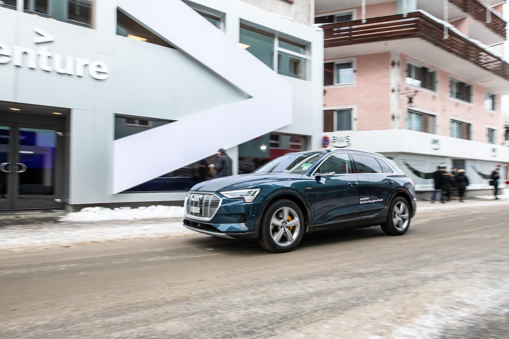 Les navettes Audi relient Davos – sans gaz d'échappement, sans bruits de moteurs. (Photo: Adrian Bretscher.)