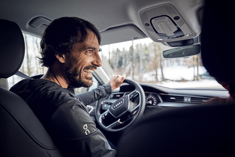 «Wie bei einem Kind, das sich auf Weihnachten freut»: Caspar Coppetti fährt zum ersten Mal den Audi e-tron. (Foto: Filip Zuan)