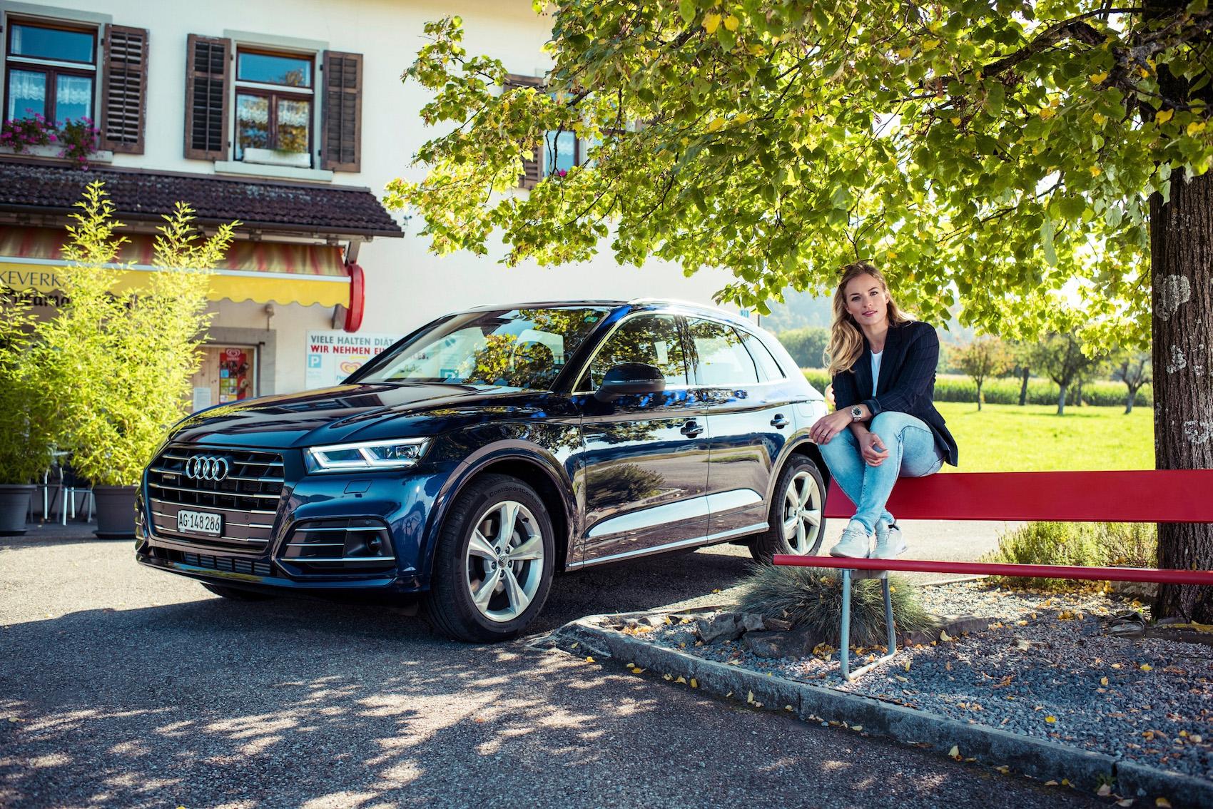 Für ländliche Entdeckungsreisen so geeignet wie für den Stossverkehr: Lara mit dem Audi Q5 TFSI e in Hausen am Albis und in der Zürcher Innenstadt.