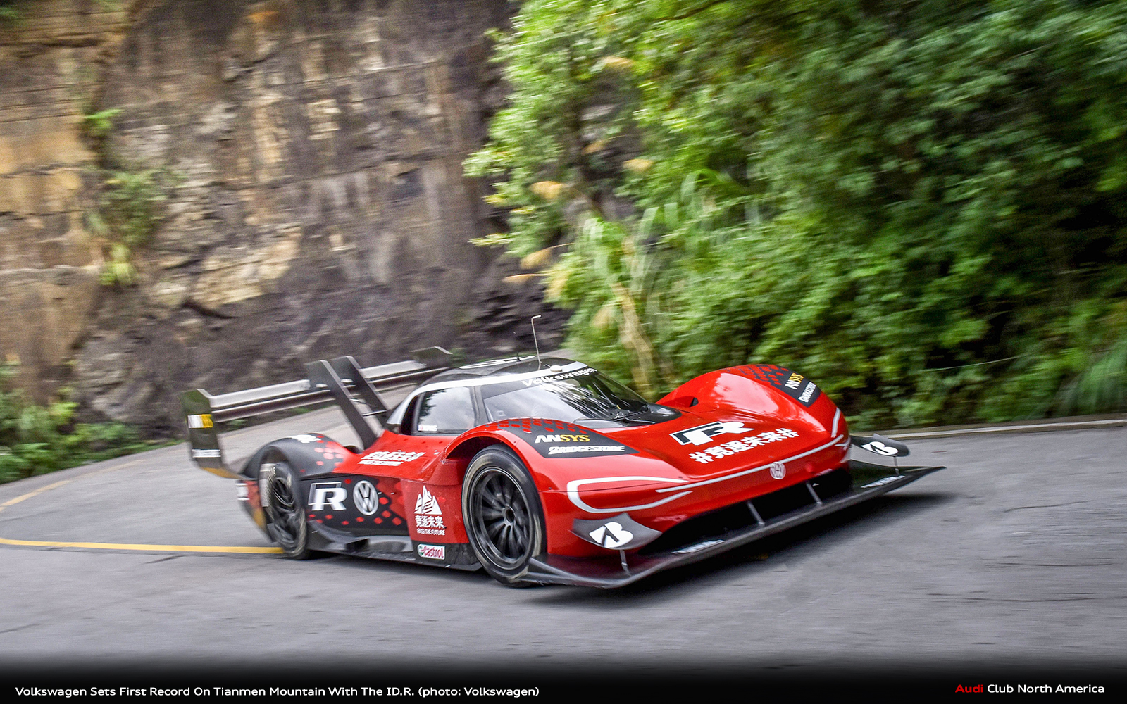 """7:38.585 Minutes To Reach """"Heaven's Gate"""" In China: Volkswagen Sets First Record On Tianmen Mountain With The ID.R."""