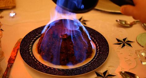flaming-pudding-england-christmas