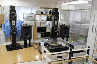 試聴室の様子DHINAUDIO-C4とJBL4429