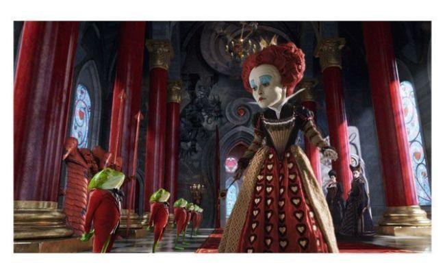 Helena Bonham Carter es la reina Roja en Alicia en el País de las Maravillas (Tim Burton)