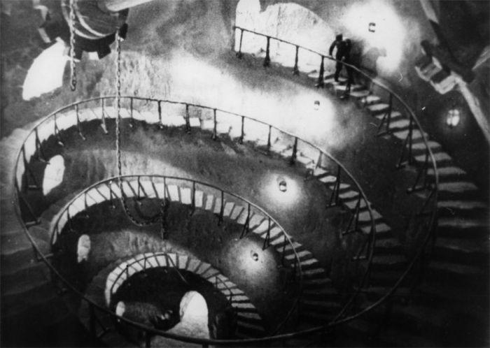 """""""La Torre de los 7 Jorobados"""" (España, 1944)"""