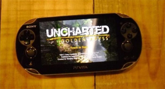 "Sony PSVita con videojuego ""Uncharted Golden Abyss"""