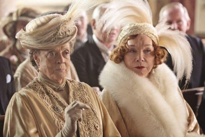 "Maggie Smith y Shirley Maclaine en ""Downton Abbey"""