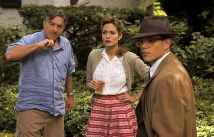"""Robert de Niro, Angelina Jolie y Matt Damon en """"El buen pastor"""" (2006)"""