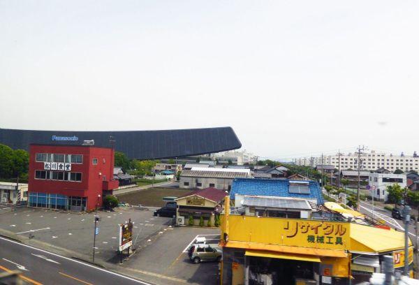 Una de las factorías de Panasonic en Japón. Foto tomada desde autobús en marcha. Foto de Xavier Sastre Silvestre con Panasonic TZ60