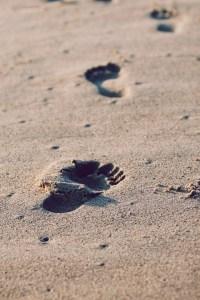 footprints-336650_960_720