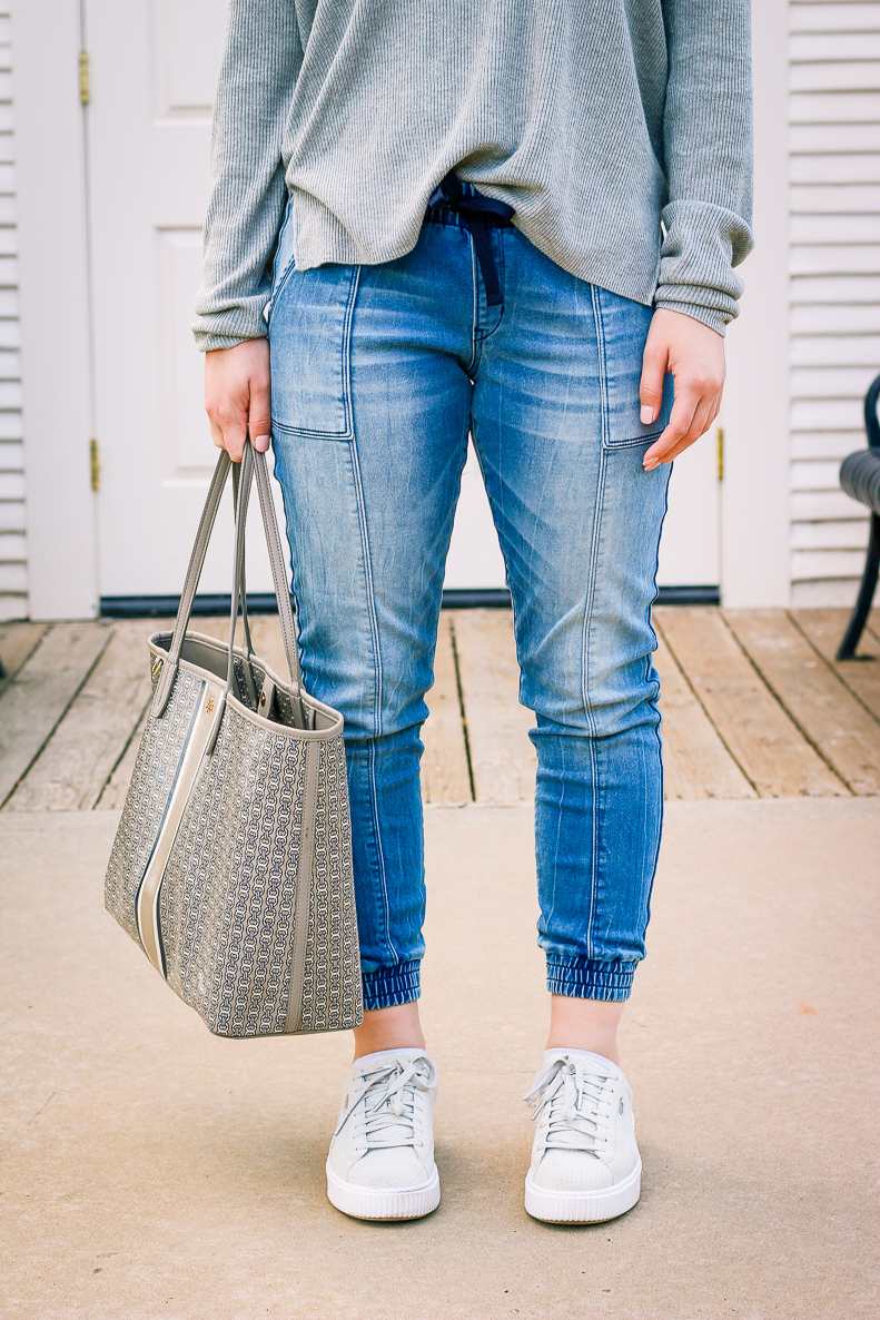 Go-to Relaxed outfit with DENIZEN from Levi's Jeans | Jean Joggers | Audrey Madison Stowe a fashion and lifestyle blogger - Denizen Jeans styled by popular Texas fashion blogger, Audrey Madison Stowe