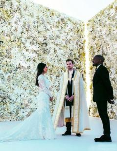 the-hottest-2015-wedding-trend-22-flower-wall-backdrops-weddingomania-7-int