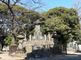 Tomb Site of the Shogi-tai at Ueno Park