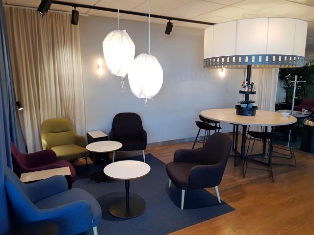 Sitzecke in der SAS Business Lounge Oslo