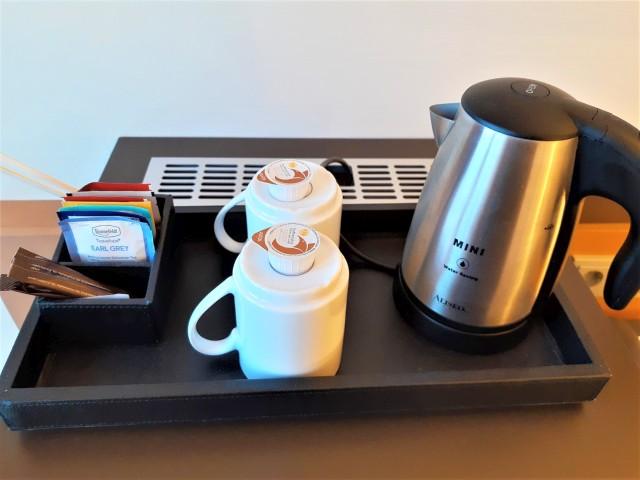 Wasserkocher und Kaffee