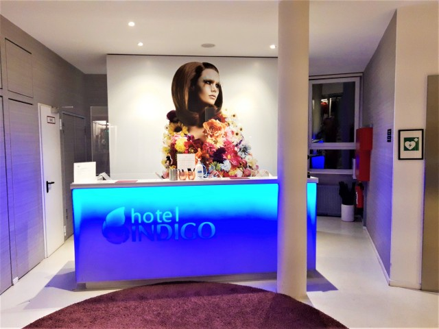 Rezeption im Hotel Indigo Düsseldorf