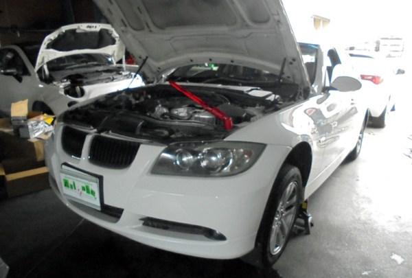 BMW 320 ラジエーター水漏れ