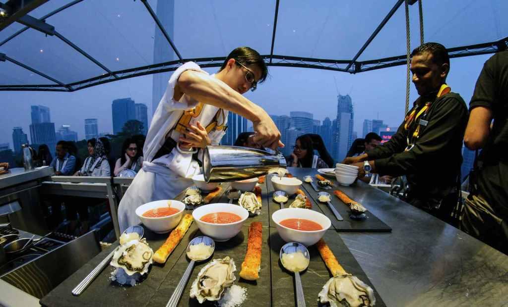 restaurante en las alturas  cenar en el cielo  dinners in the sky