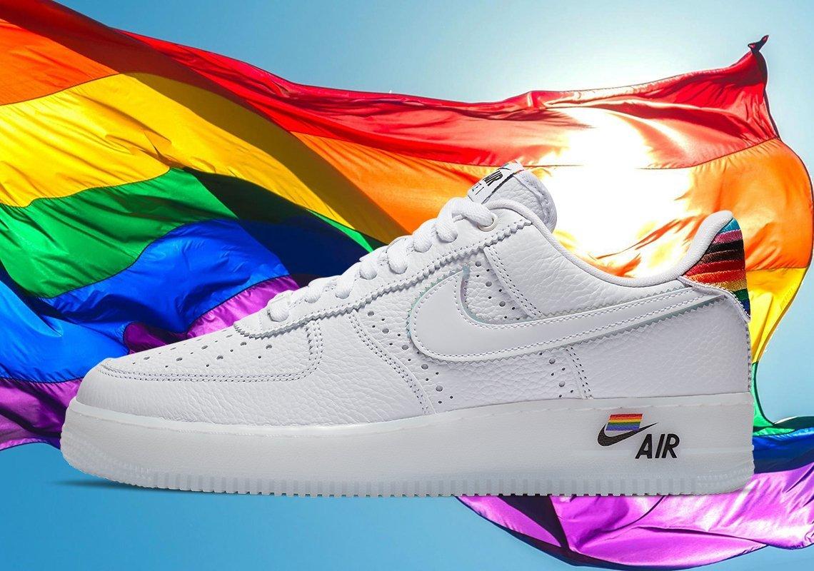 élite robot Lengua macarrónica  Nike celebra el mes del orgullo LGBT con una increíble colección temática