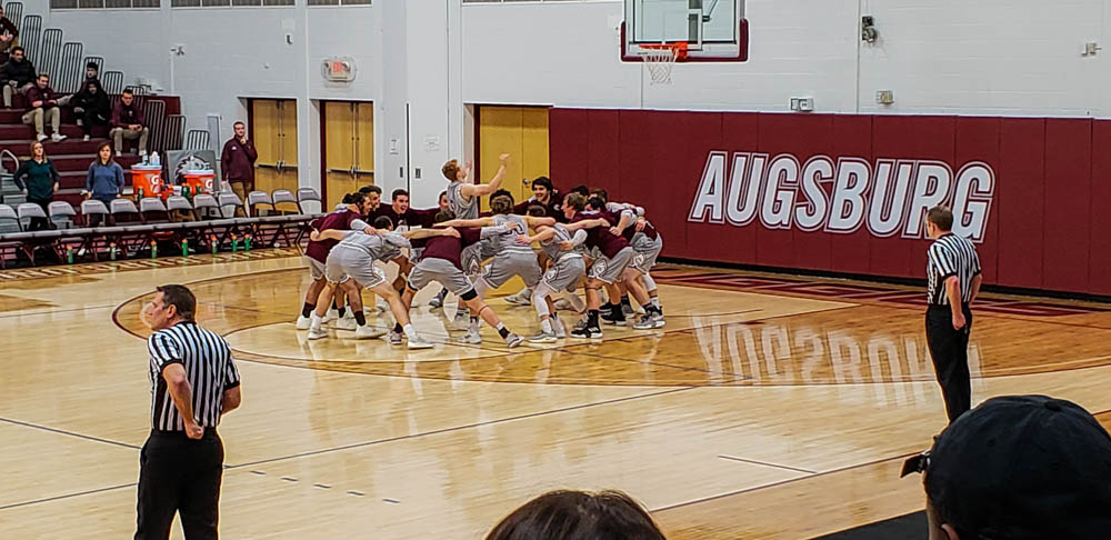 Men's basketball conquers Cobbers