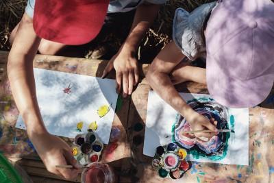 kids outdoors arts crafts