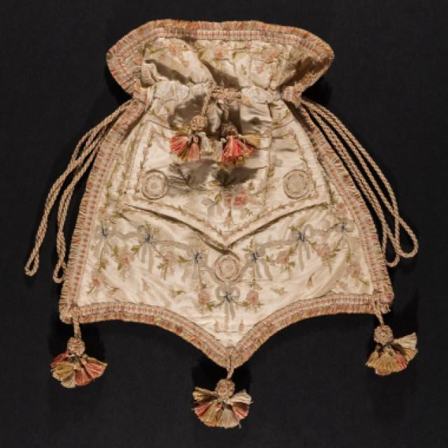 Reticule in 1800 wore by men in waistcoat