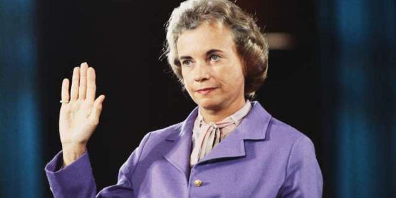 Sandra Day O'Connor withdraws from public life