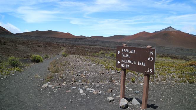 sliding sands trail haleakala national park holua paliku day hike