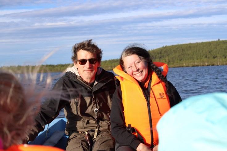 Giellajohka, Aksujärvi, Anita ja Vesku, kalastusloma, kalassa, heittokalastus, taimen