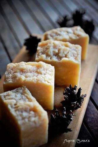 Auntie Clara's Mäntysuopa Rag Rug Soap