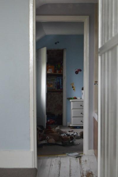 Blick in das Zimmer des Kleinen (davor das Bad)