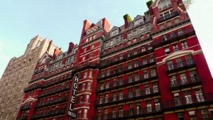 La storia del Chelsea Hotel, il tempio degli artisti di New York