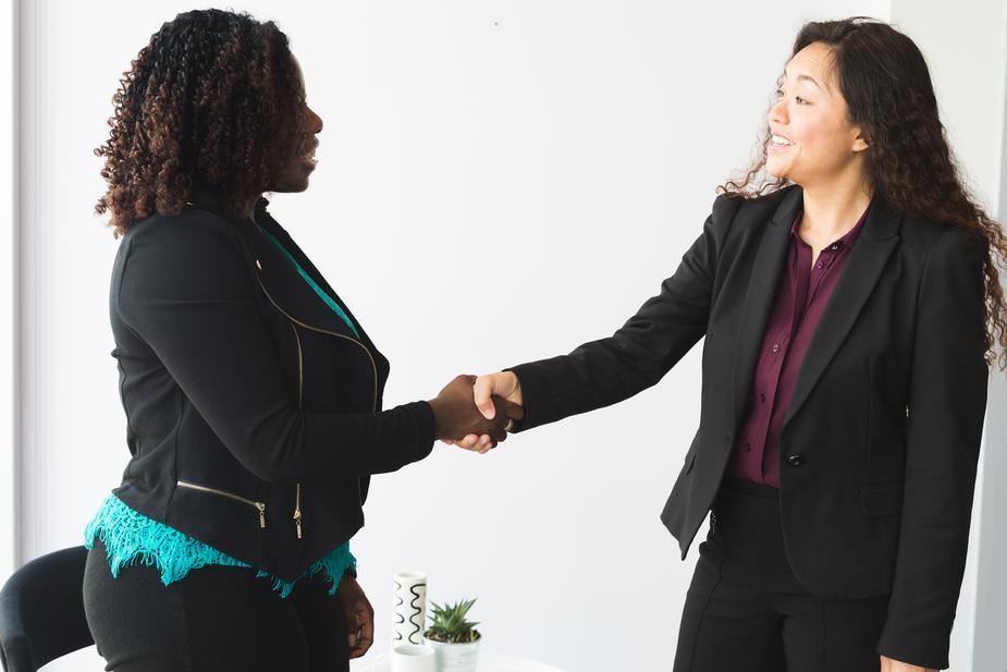 woman meeting career coach