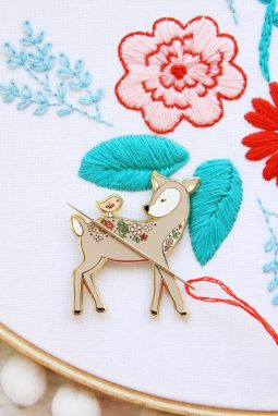 Deer & Bird Needle Minder @ Flamingo Toes