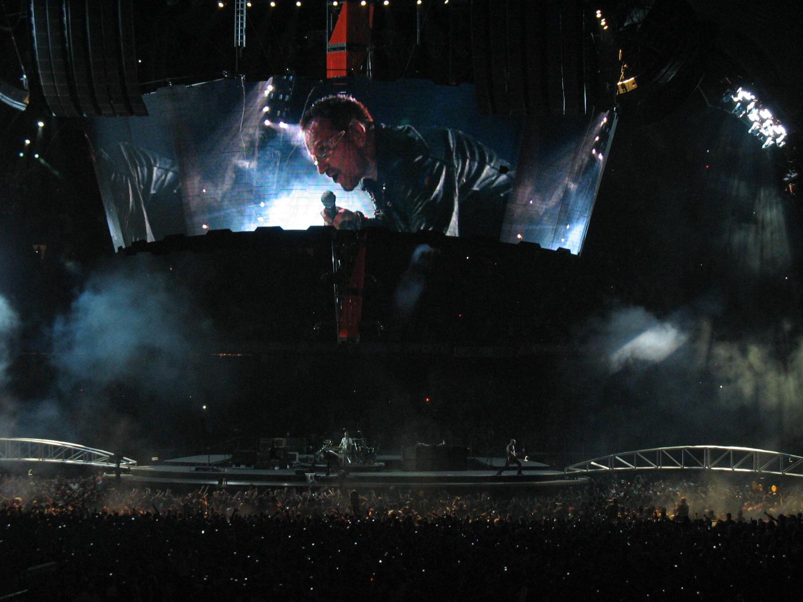 Bono en plena acción en el Nou Camp