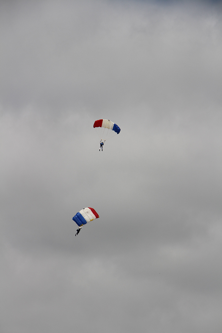 22 - Demonstration de parachustistes francais - Salon du bourget 2017 - Au'riginalité