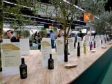 Feinste Olivenöle aus aller Welt stehen zur Verköstigung bereit