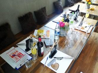 Der Tisch der Juroren im Küchenstudio Federl