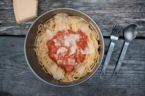 Nudeln mit Tomaten-Sauce