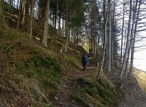 Abstand halten auf dem Wanderweg