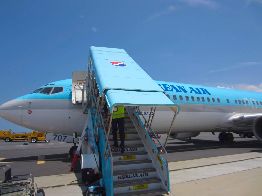 韓国- チェジュ島行きの飛行機-koreanair