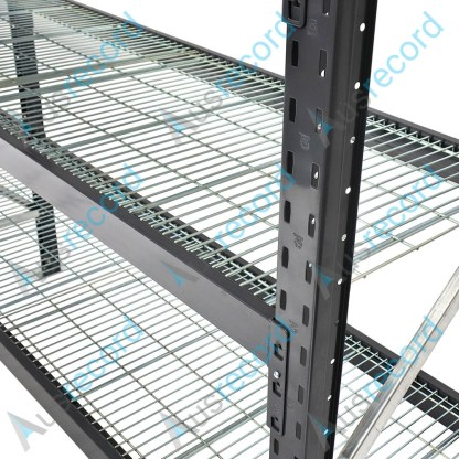 Mesh decks for longspan warehouse shelving