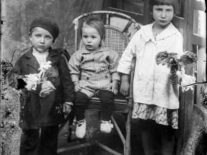 Trei copii