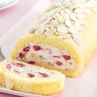 Random Post#10: Almond and Strawberry Roulade!