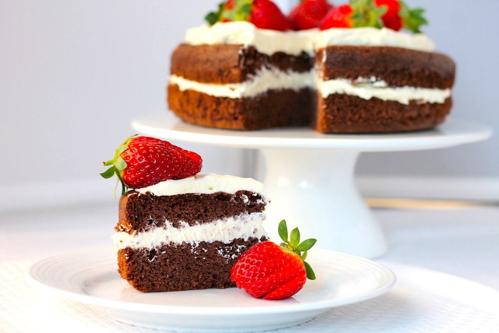 keto chocolate cake, keto chocolate sponge cake, keto chocolate cake, keto strawberries and cream