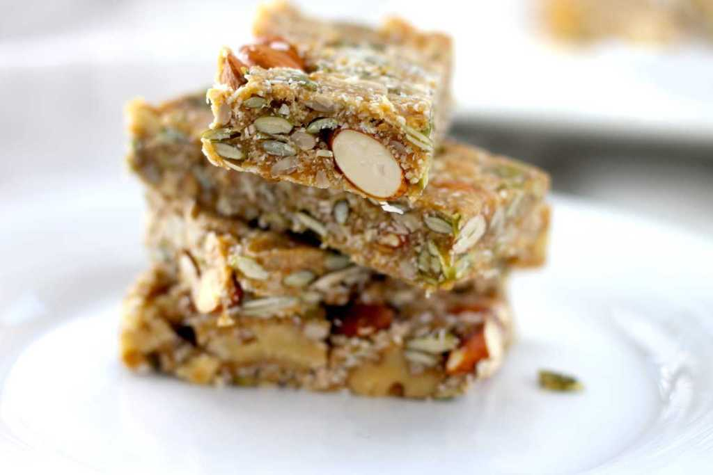 Keto Nut Bar - The Perfect Keto Breakfast, this easy snack is low carb and high fat, making it a great freezer friendly keto snack that you can grab and go! #keto #ketogenicrecipes #ketogenicdiet #LCHF