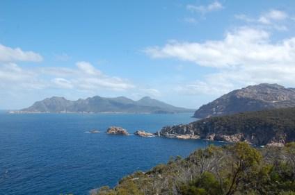 Blick in die Wineglass Bay von Cape Tourville