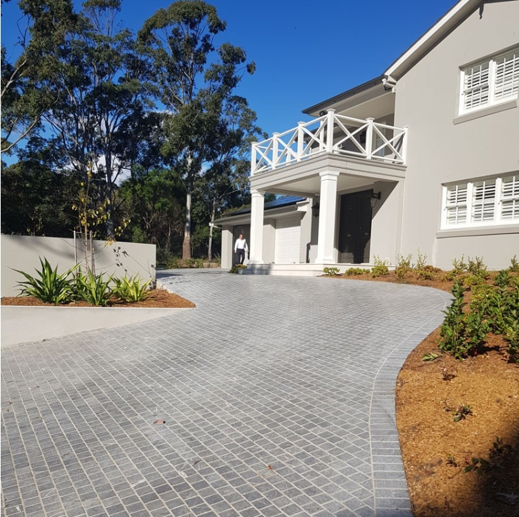 Aussietecture Bindoon limestone Cobblestone flooring used in a residential driveway paving application